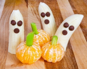 SIMPLE HALLOWEEN SNACKS : BANANA GHOSTS AND TANGERINE PUMPKINS