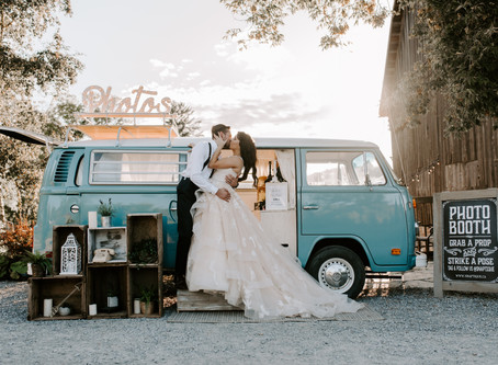 TOP 7 REASONS TO GET A WEDDING PHOTOBOOTH