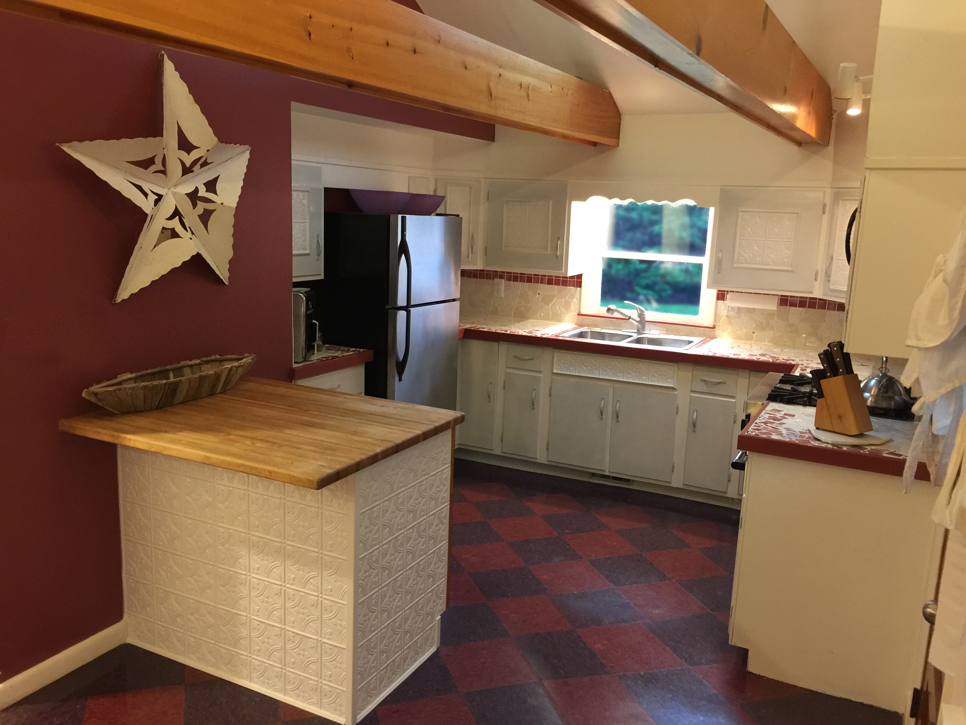 Newly Renovated Spacious Kitchen