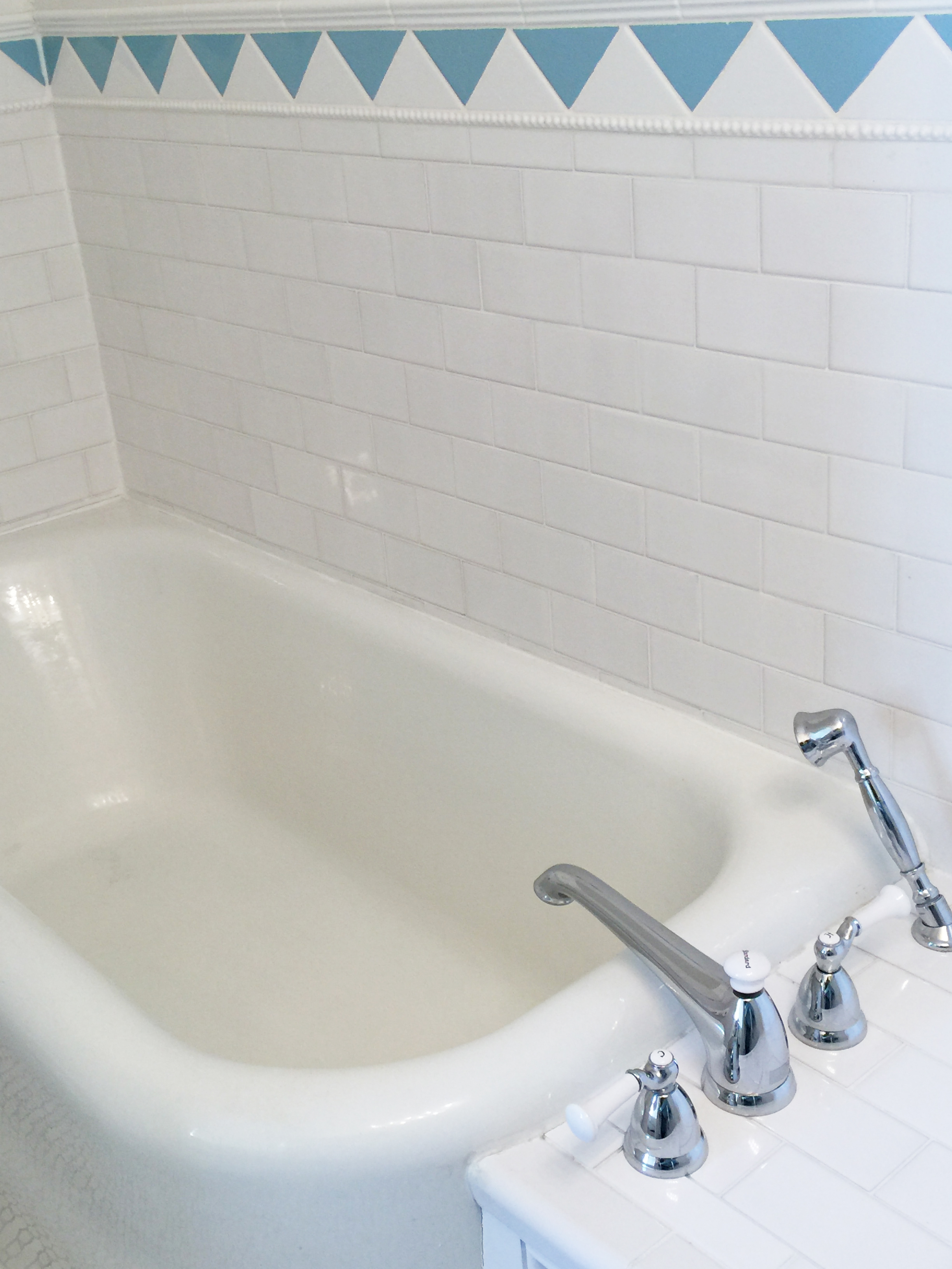 White Room Deep Soaking Tub
