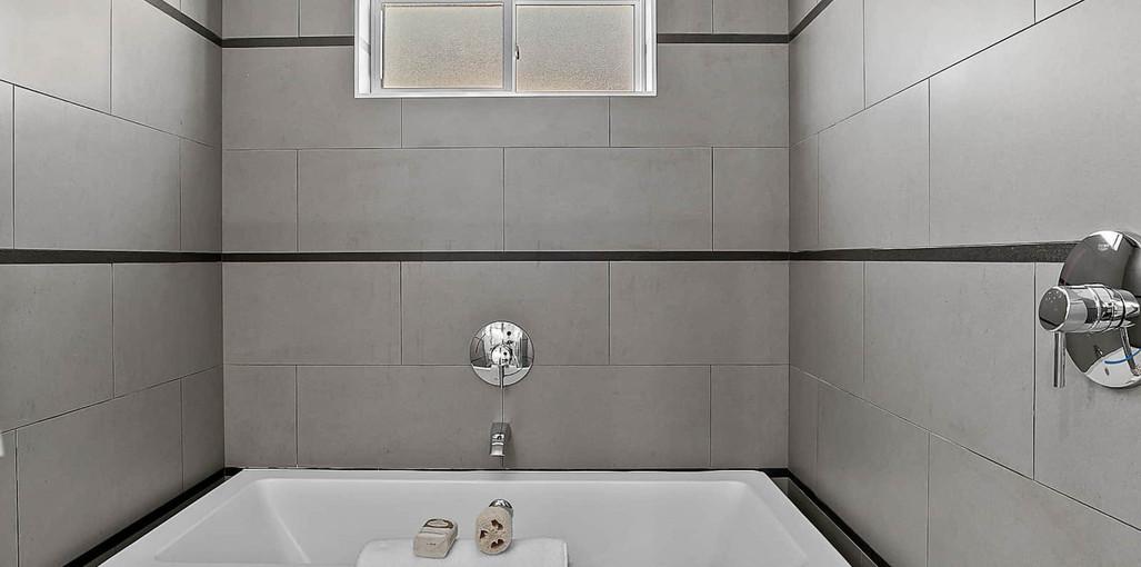 Model B-Master Bathroom2.jpg
