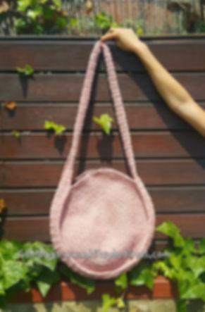 GEMbag HANDMADE realizado con la cinta ligera en color rosa pálido.