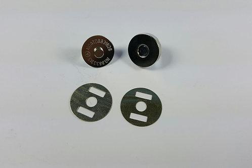 Cierre imán plateado 1.4 cm de diámetro.