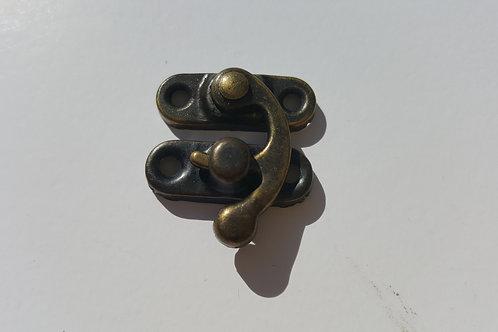 Pequeño cierre bronce2.6 cm x 2.3 cm