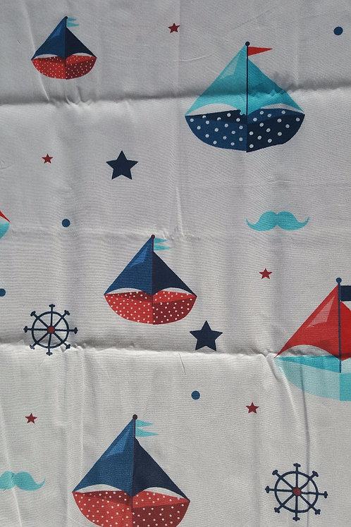 Tela 100% algodón 40 x 50 cm en color blanco con dibujos marineros.