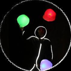 Numéro de jonglerie lumineuse