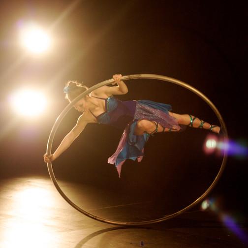 Janika - artiste de roue cyr