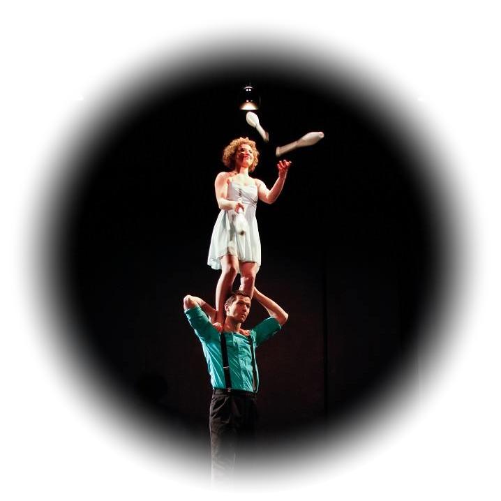 Hand me down circus - main à main + jonglerie