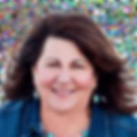 Raylene Sousa - bio-headshot.png