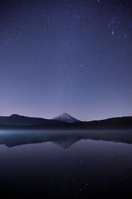 reflet du mont Fuji, ciel étoilé