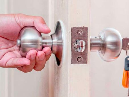Como cambiar la cerradura pomo de una puerta