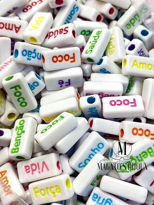 Contas de Palavras Sortidas Branca com Letra Colorida