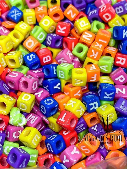 Contas de Letras Coloridas Quadradinhas
