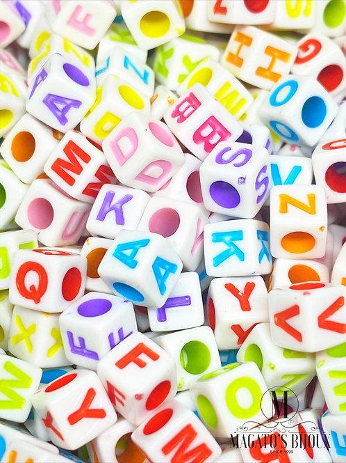Contas de Letrinhas Quadradas Coloridas