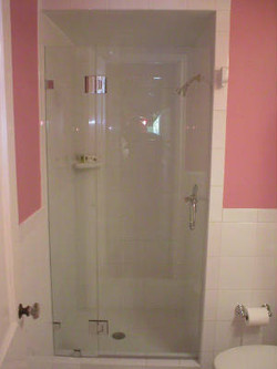 Small shower door with fixed panel