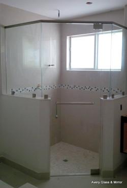 Neo-angle frameless shower