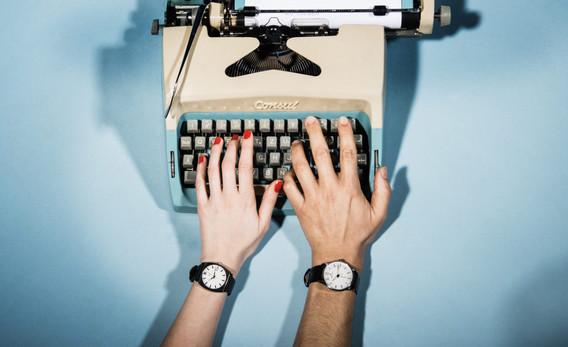 fashion, fashion photograpy, jewelery, style, accessories, color, lifestyle, stills, typewriter, schreibmaschine, together, writing, estura, vlado golub photography
