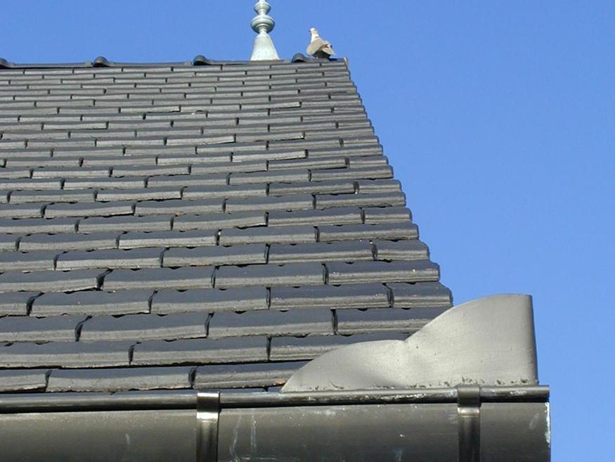 Ecole de Broué - détail de toiture