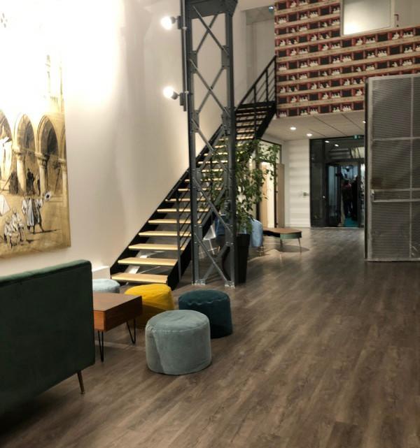Escalier sur mesure du lieux d'échange Post&Prod