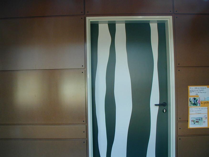Ecole de Broué - Des portes toutes différentes