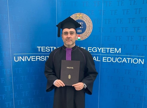 A TE mesterképzésén szerzett kiváló minősítésű oklevelet vízilabda szakosztályunk szakmai igazgatója
