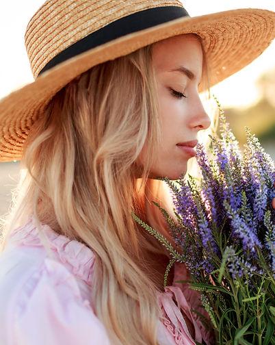 romantic-close-up-portrait-o-charming-bl