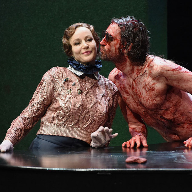 © martin kaufhold/ saarländisches staatstheater Christiane Motter, Sébastien Jacobi (v.l.n.r.)