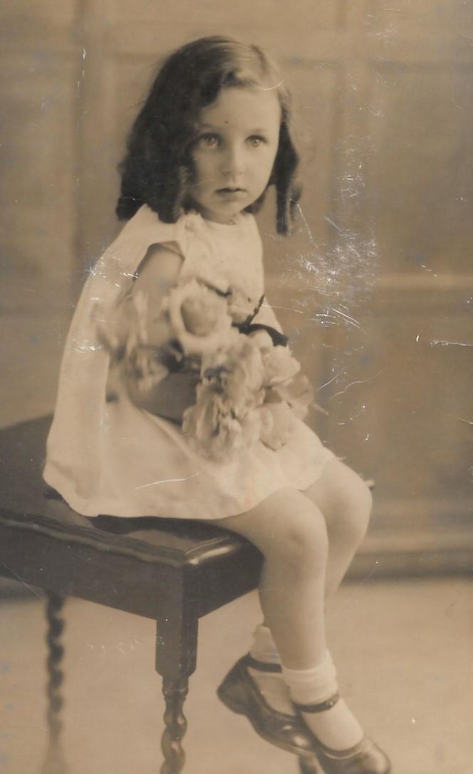 Childhood by Ruth Badley www.memoirist.org