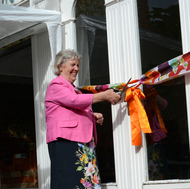 Mayor cuts banner to officially open Brick pop-up and Farnham Craft month