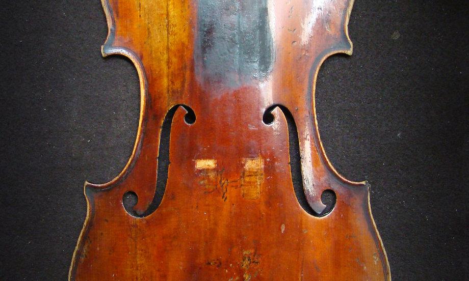 Violino in restauro