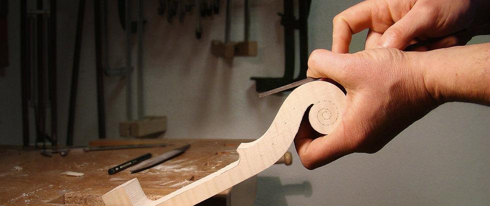 la costruzione del riccio del violino