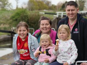 Family Photoshoot at Caen Hill Locks!