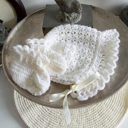 Cream crochet set
