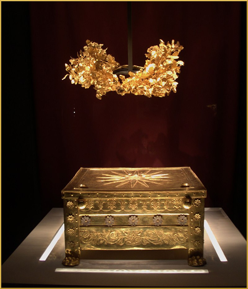 The golden larnax and the golden grave Crown of Philip