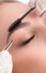 Plucking sourcils