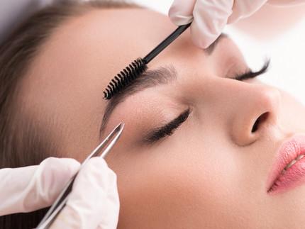 Augenbrauen-Tuning: Madara Pomenade, benecos Eyebrow-Designer + Lavera Eyebrow Styling Gel