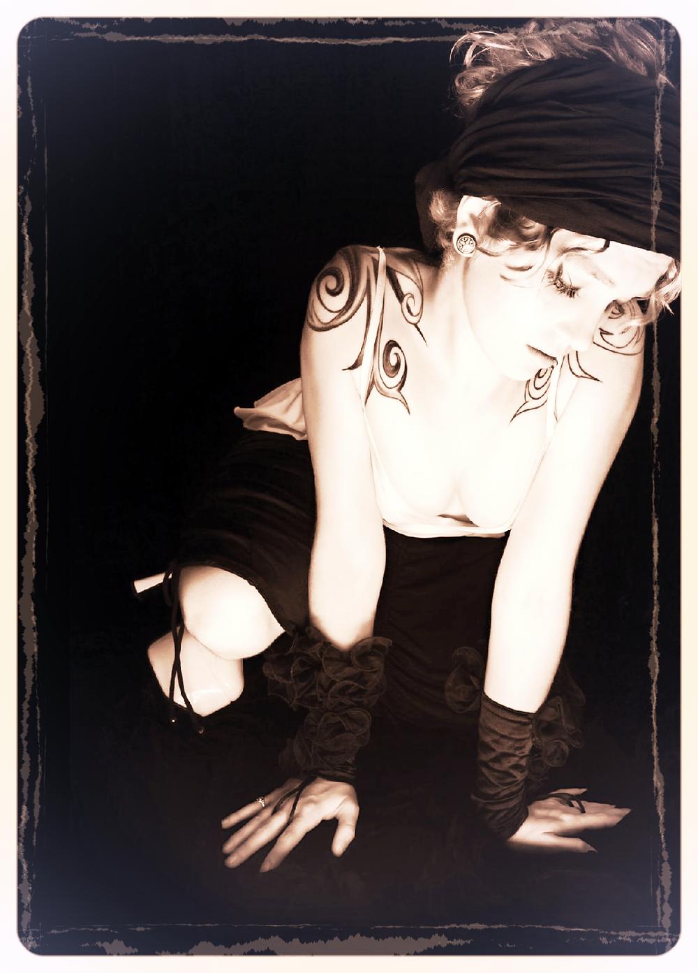 Sad Goth Girl 2014-11-7-17:13:6_edited