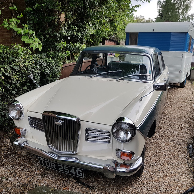 WOLSELEY 16 60 & DIGUE CARAVETTE.jpg