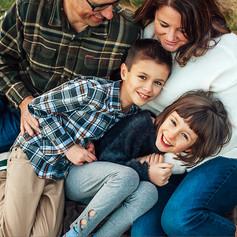 _DSC7505-Family snuggle on blanket.jpg