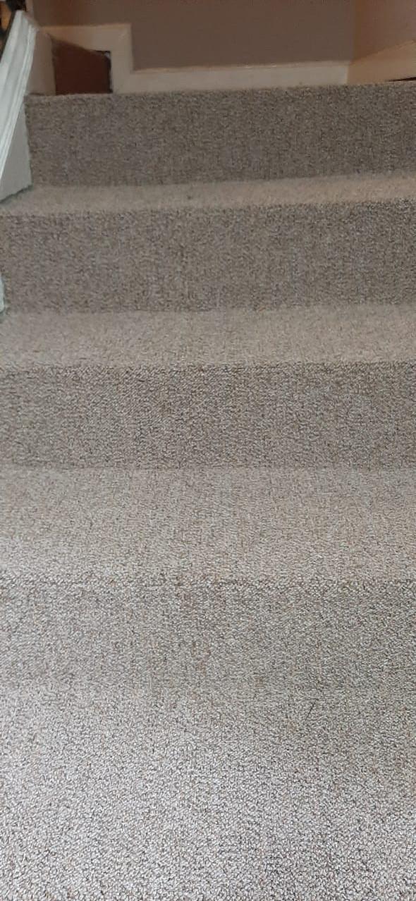 alfombra uso rudo en escalera