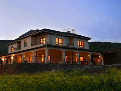 Location: Kineret Colony Total floor area: 615 sqm Total site area: 880 sqm Program: Double family house Design & built: 2005-2007