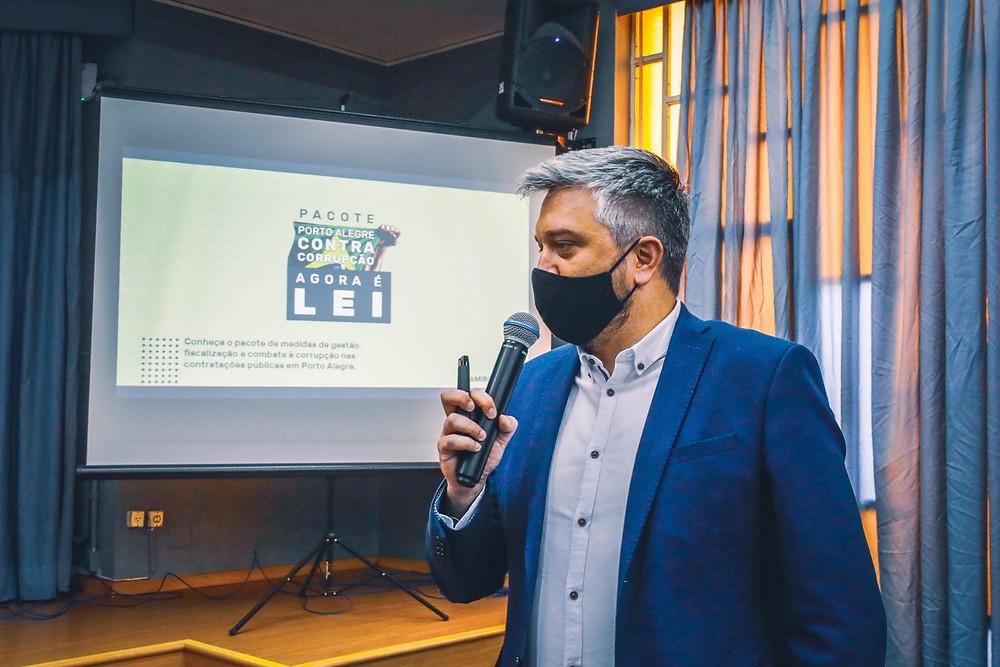 Ramiro Rosário apresentando o Pacote Contra Corrupção