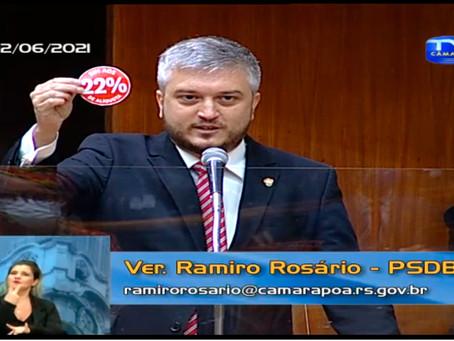 Ramiro faz adesivo e dá de presente a vereadores de esquerda