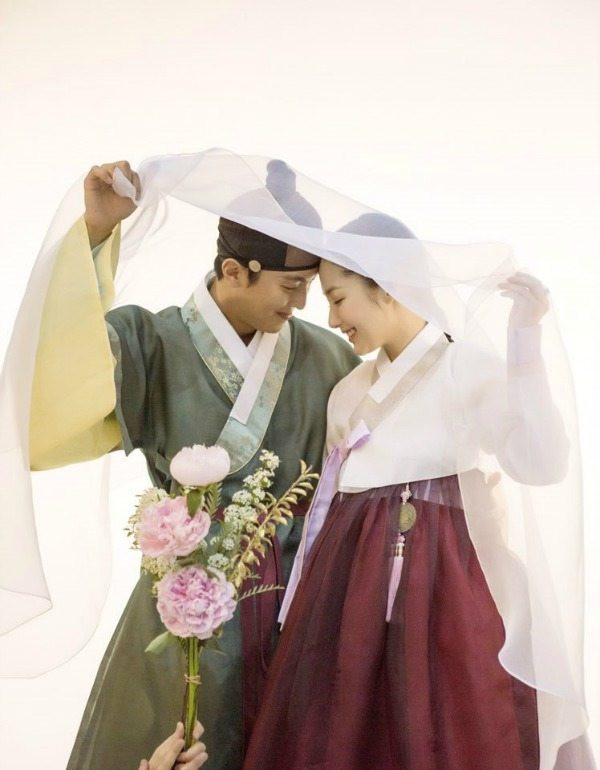Neste artigo, vamos olhar para o tradicional hanbok nacional (한복). Na Coreia do Norte, é chamado de chosonot (. 0선옷)