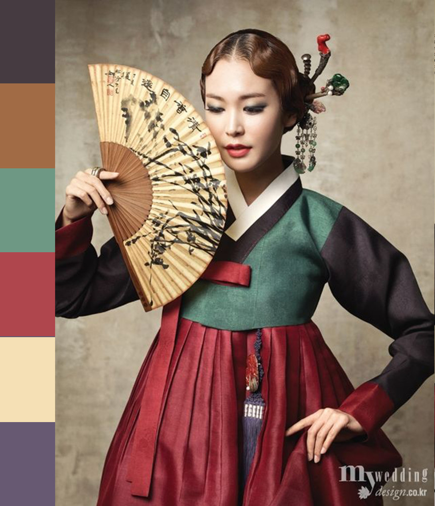 The color of the wedding hanbok  is diverse - from warm, pastel tones to bolder, traditional colors such as green and red.