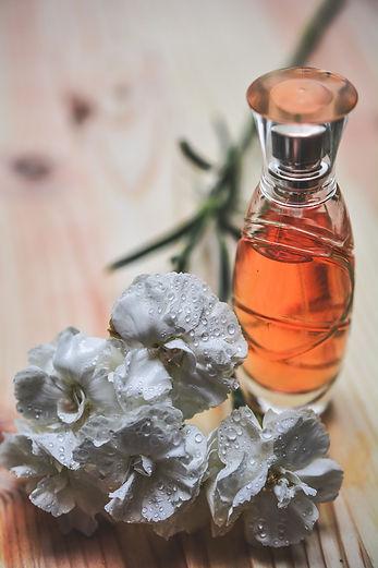 perfume-1433720_1920.jpg