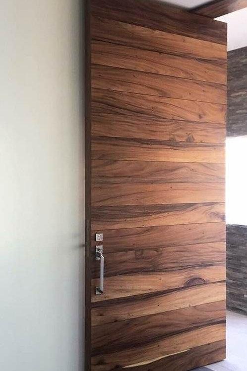 Puerta de madera sólida
