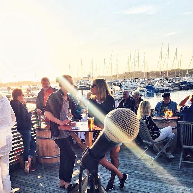 Ikväll spelar jag & _magnusheielekeborg på Bryggcafét i Bovallstrand! Vi drar igång runt 19