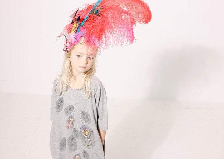 child_girl_feather.jpg