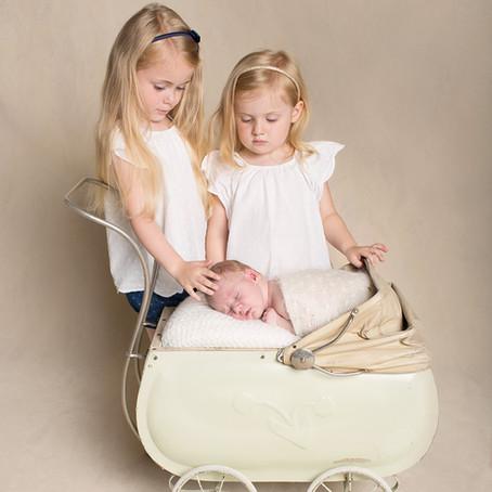 Ta med søsken til nyfødtfotografering.
